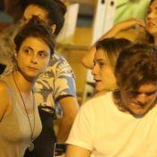 Fernanda Gentil beija a namorada, Priscila Montandon, após jantar com amigas