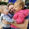 Michel Teló e Thais fersoza estão nos Estados Unidos com os filhos