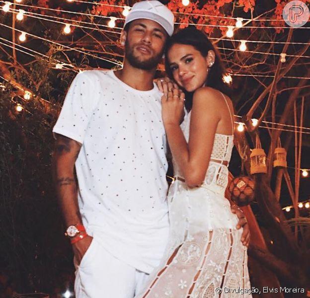 Bruna Marquezine entregou que Neymar não acompanha 'Deus Salve o Rei' por suas cenas românticas