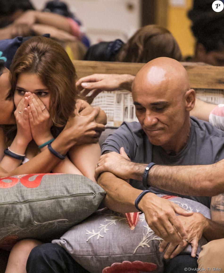 'BBB18': Ana Clara chorou após bronca do pai, Ayrton, durante festa, nesta madrugada de sábado, 24 de fevereiro de 2018
