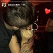Namorada de Caio Castro chora com surpresa de aniversário feita pelo ator. Vídeo