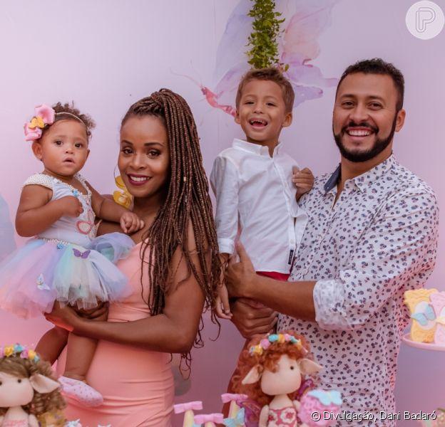 Roberta Rodrigues comemorou o primeiro da filha, Linda Flor, neste domingo, 25 de fevereiro de 2018