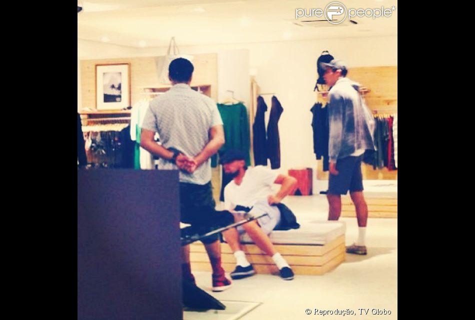 Leonardo Di Caprio fez compras na loja de roupas Osklen, em Búzios, Região dos Lagos do Rio de Janeiro, nesta sexta-feira, 13 de junho de 2014
