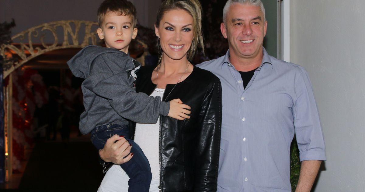 Ana Hickmann e Alexandre Correa são pais de Alexandre Jr., de 3 anos -  Purepeople 76a612b330