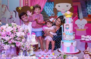 Felipe Simas e mulher, Mariana Uhlmann, comemoram 1 ano da filha, Maria. Fotos!