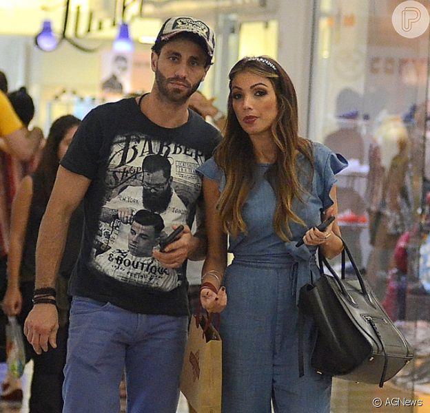 Patricia Poeta curtiu passeio em shopping com o médico Fabiano Serfaty neste domingo, 4 de março de 2018