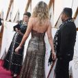 Veja detalhes do look metalizado de Jennifer Lawrence no Oscar 2018