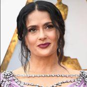 Salma Hayek exibe penteado com fios brancos e vestido de paetês no Oscar 2018