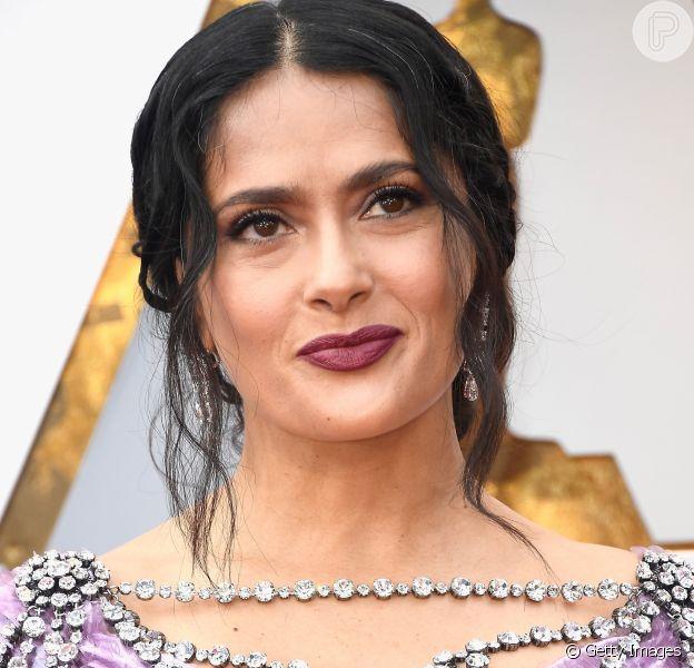 Salma Hayek exibiu fios de cabelo branco durante o Oscar 2018, premiação de cinema que aconteceu neste domingo, dia 4 de março de 2018 , em Los Angeles, nos Estados Unidos