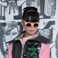 Susie Lau abusa de estampas em look para prestigiar os desfiles da Semana de Moda de Paris com coleções de outono e inverno de 2019
