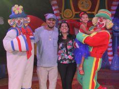 Naldo Benny e Mulher Moranguinho levam a filha ao circo de Patati Patatá. Fotos!