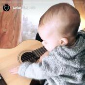 Junior Lima filma o filho, Otto, 'tocando' violão em viagem por Portugal. Vídeo