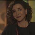 Celeste (Marisa Orth) brinca com a filha, na novela 'Tempo de Amar': 'Terás de aturar-me por muito tempo ainda, minha filha'