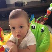 Andressa Suita mostra filho em baby jumper: 'Descansando os braços da mamãe'