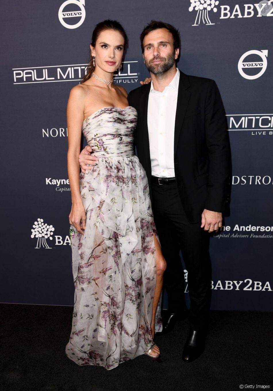 Alessandra Ambrosio e Jamie Mazur estão separados, afirma revista