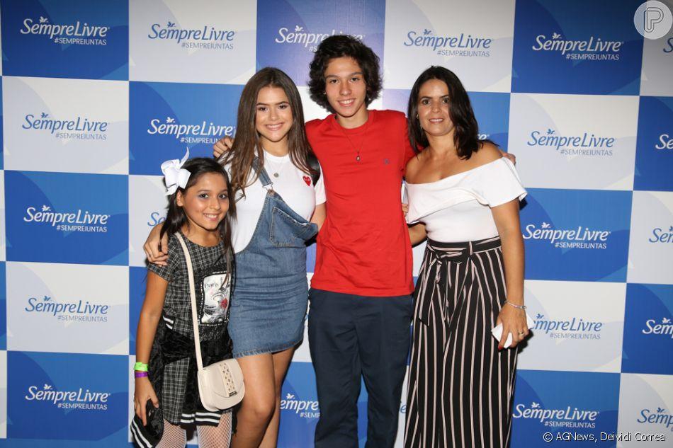 Maisa Silva e o namorado, Nicholas Arashiro, curtiram juntinhos o show de Katy Perry neste sábado, 17 de março de 2018, em São Paulo
