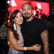 Fernando Medeiros afasta rumor de fim de namoro com Carol Alves: 'Tudo igual'