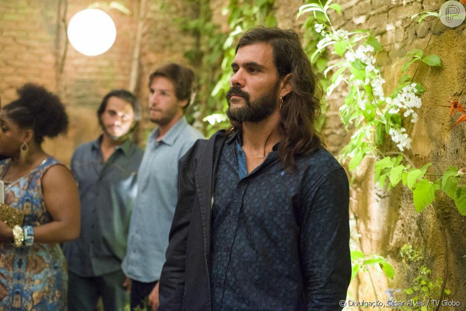 Ex-namorado de Cleo (Giovana Cordeiro),  Mariano (Juliano Cazarré) vai ao seu casamento com  Xodó (Anderson Tomazini), na novela 'O Outro Lado do Paraíso'