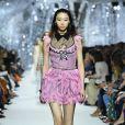 Diferentes modelos no desfile de moda da Dior na Paris Fashion Week usaram a bota de tela escolhida por Camila Queiroz