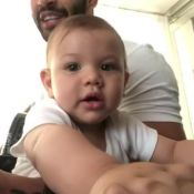Gusttavo Lima baba pelo filho, Gabriel, ao tocar violão: 'Achei segunda voz'