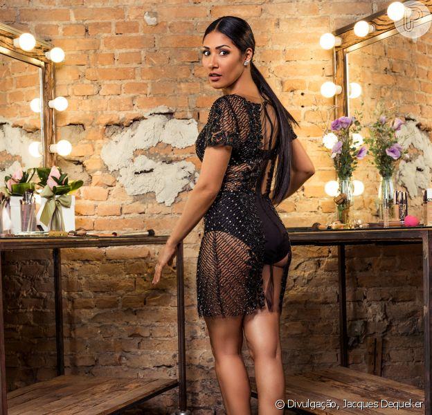 Simaria, da dupla com Simone, contou que gosta de usar hot pants em suas produções