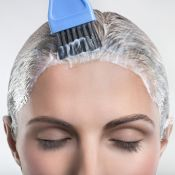 Mito ou verdade: pintar frequentemente os cabelos deixa o fio propenso à queda?