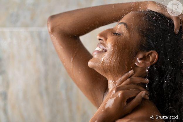 Cuidadar da saúde dos cabelos nos intervalos da tintura é essencial para fortalecer e evitar fios quebradiços