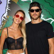 Yasmin Brunet aposta em look com top lingerie para festival Lollapalooza, em SP