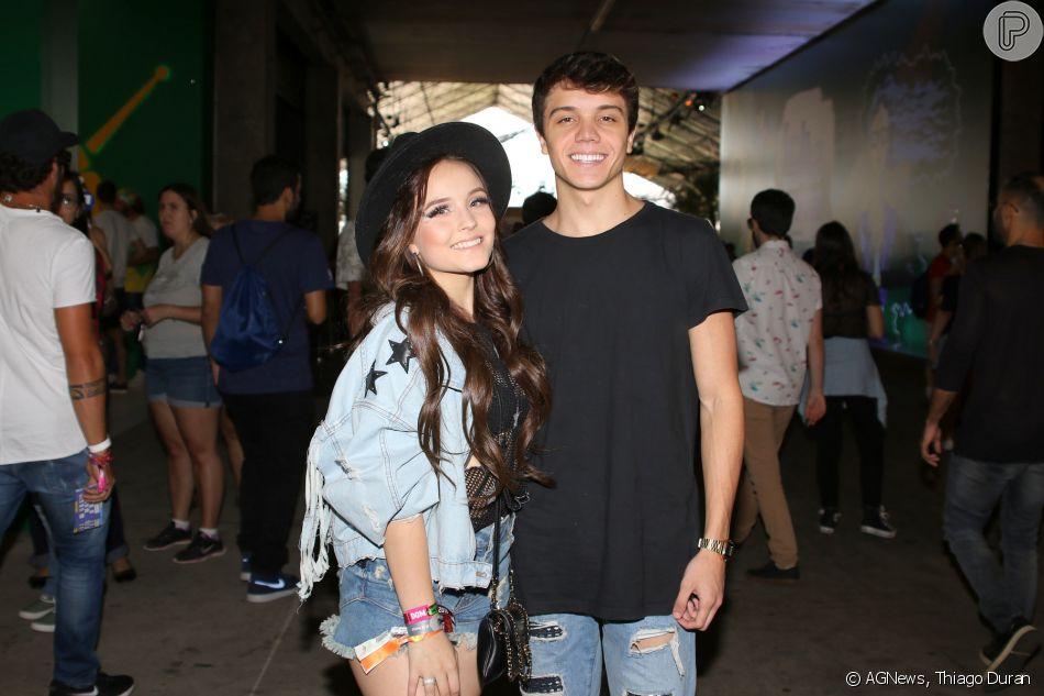 Larissa Manoela e o namorado, Leo Cidade, curtem último dia de shows do Lollapalooza, em São Paulo, em 25 de março de 2018