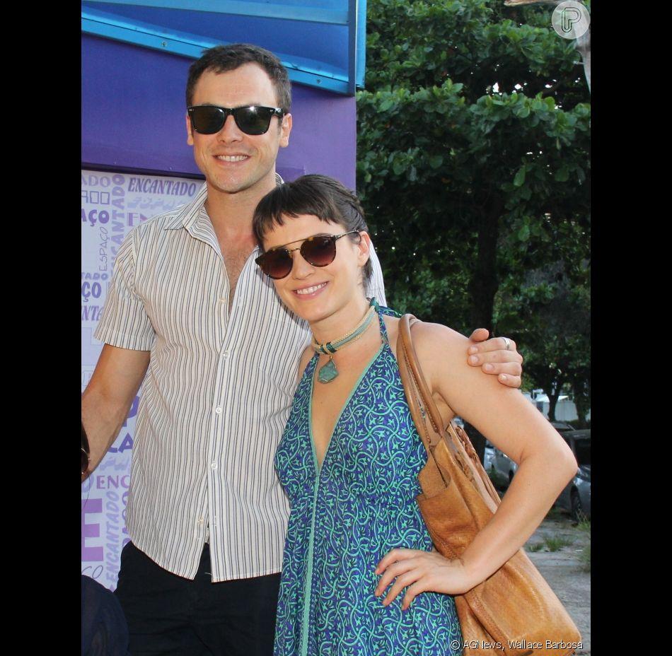 Bianca Bin e Sérgio Guizé vão juntos ao chá de bebê de Valentim, filho de Rafael Cardoso e Mariana Bridi