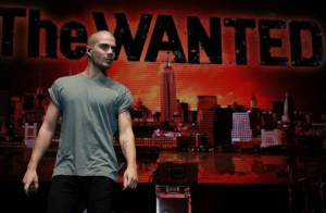 Jaqueta de Max George, do The Wanted, pega fogo durante show nos Estados Unidos