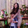 Yudhi, t odo estiloso , roubou a cena no aniversário da mãe, Mileide Mihaile
