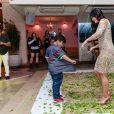Mileide Mihaile e filho, Yudhi, dançaram em festa de aniversário da empresária