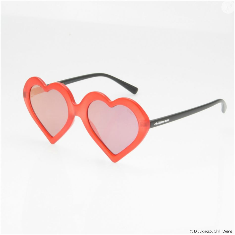 973c09b64 A Chilli Beans também oferece óculos de coração em vermelho por R$ 139,80