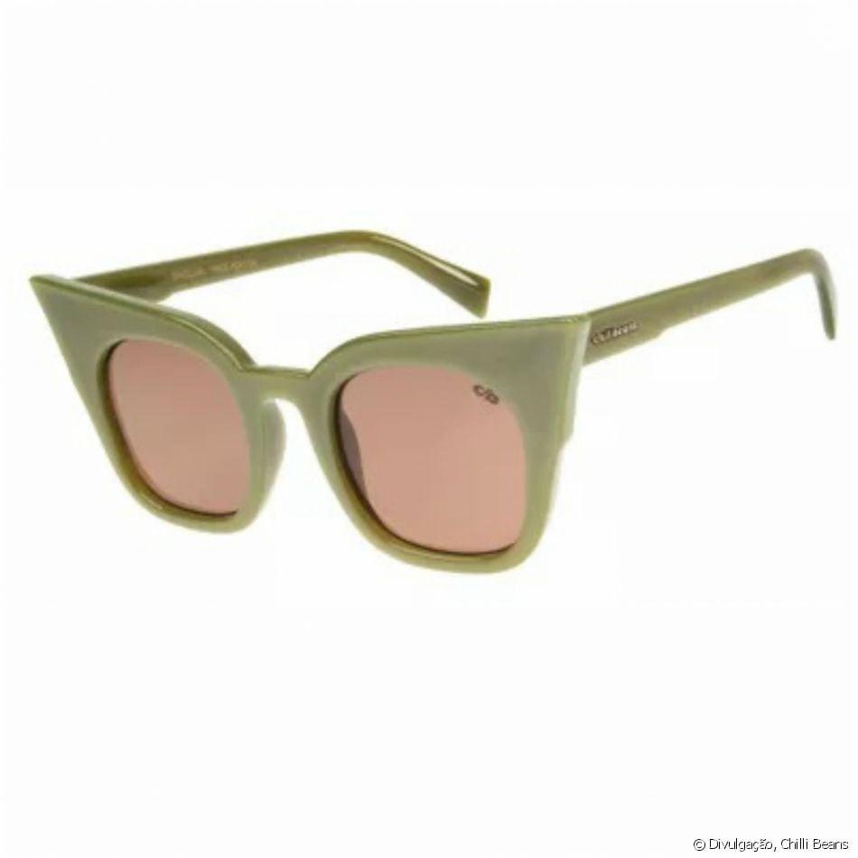 A coleção de Anitta para Chilli Beans traz óculos gatinho retrô verde por  R  199,80 7b0543fdea