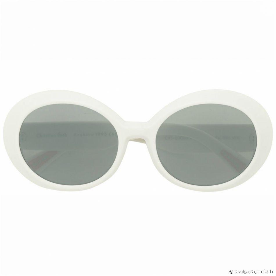 8f3460596bc78 As lentes ovais se destacam nos óculos retrô Christian Roth, que pode ser  comprado na Farfetch por R 2.180