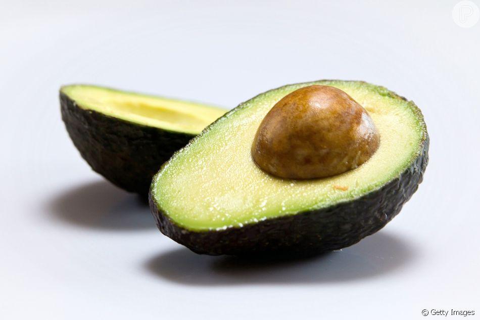 Dois em um: o abacate é fonte de ômega 3 e vitamina B6, compostos que auxiliam no combate à enxaqueca