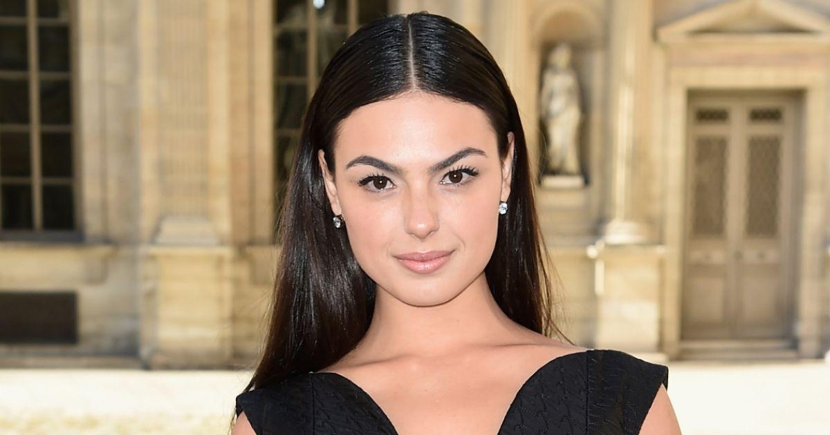 A atriz Isis Valverde também exibe rosto redondo.  Recomendo evitar cortes  volumosos para que as maçãs do rosto não fiquem ainda mais em evidência na  face , ... 5373091b23