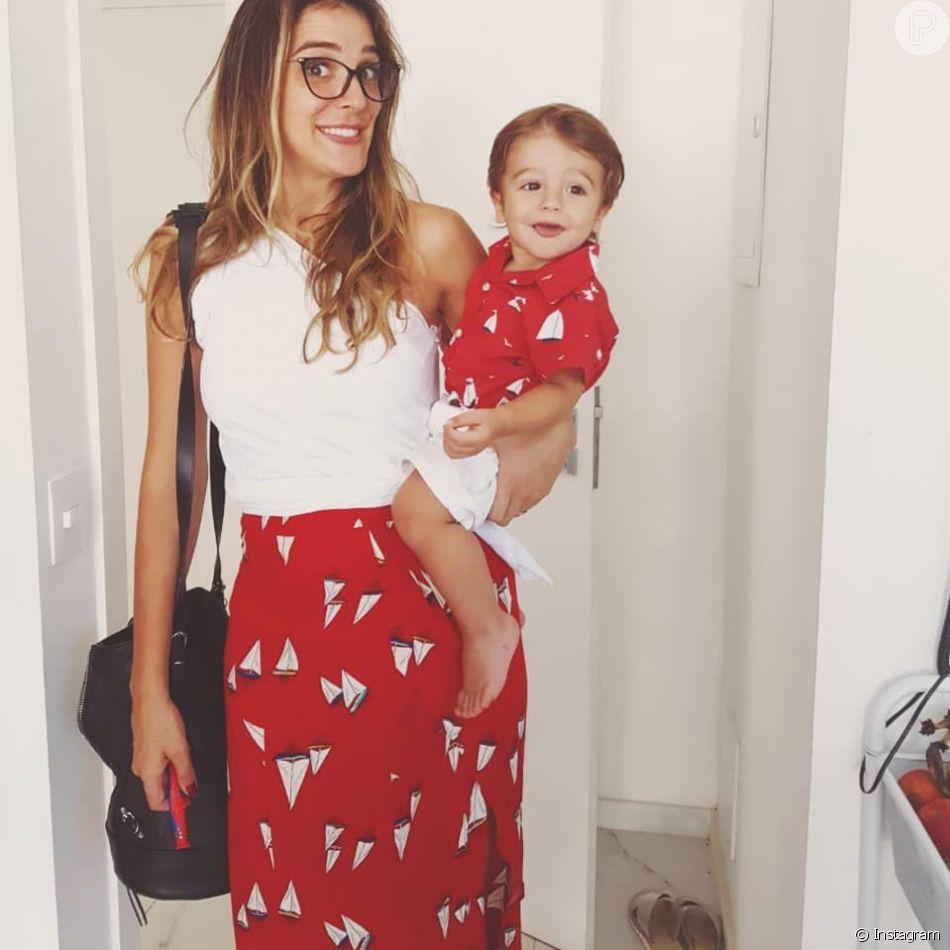 Rafa Brites combinou o look com o filho, Rocco, de 1 ano, e compartilhou o registro no Instagram na noite desta terça-feira, 3 de abril de 2018
