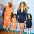 Mariah Carey e o ex-marido, Nick Cannon, combinaram os looks com o dos filhos gêmeos,  Moroccan e Monroe,  no Kids' Choice Awards, realizado em 11 de março de 2017