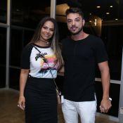 Viviane Araujo curte show de Lulu Santos acompanhada do namorado, Klaus Barros