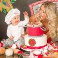 Filho de Karina Bacchi, Enrico comemorou 8 meses neste domingo, 8 de abril de 2018