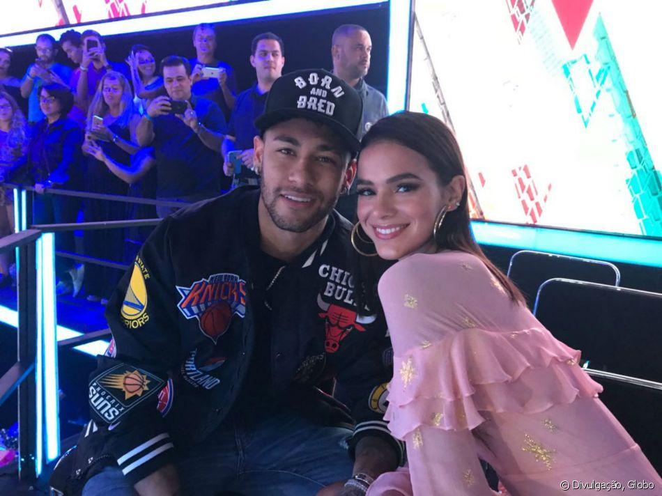 Bruna Marquezine e o namorado, Neymar, estiveram nos Estúdios Globo neste domingo, 8 de abril de 2018