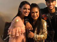 Bruna Marquezine usa vestido decotado e tênis esportivo na final do 'TVK'