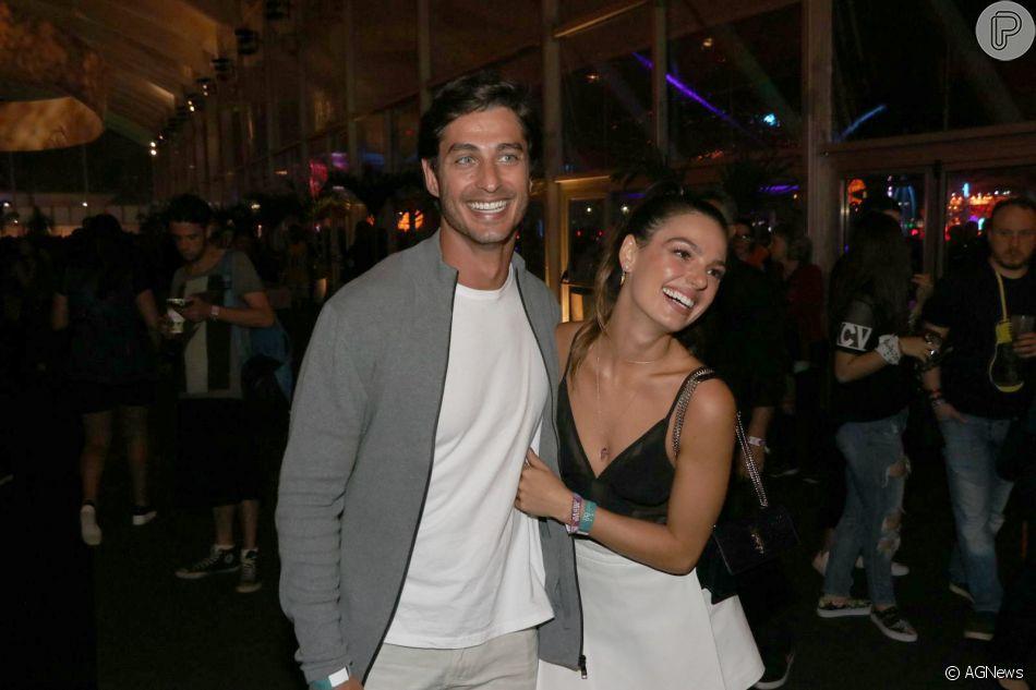 Isis Valverde está grávida de seu primeiro filho com o noivo, André Resende