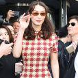 Bella Hadid escolheu um look descolado para a  inauguração de uma loja da joalheria Tag Heuer Ginza, em Tóquio, no Japão, nesta segunda-feira, 9 de abril de 2018