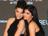 Maiô cavado, estampa rainbow e mais: irmãs Jenner lançam coleção de moda praia