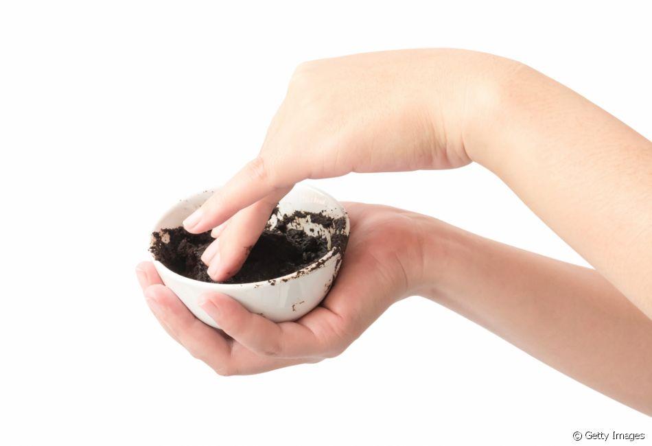 Com A Borra Do Cafe E Possivel Prepara Uma Mistura Com Oleo Ou