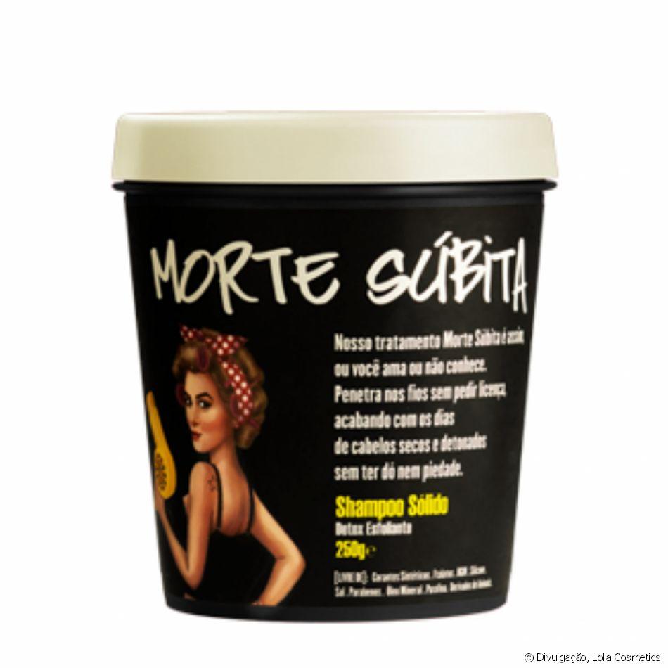 O Morte Súbida, produto da Lola Cosmetics, é um xampu sólido que contém açúcar granulado como esfoliante. Além de remover as impurezas do couro cabeludo, ele também garante hidratação e é livre de produtos químicos danosos ao organismo. O pote com 250g é vendido por R$  66,40