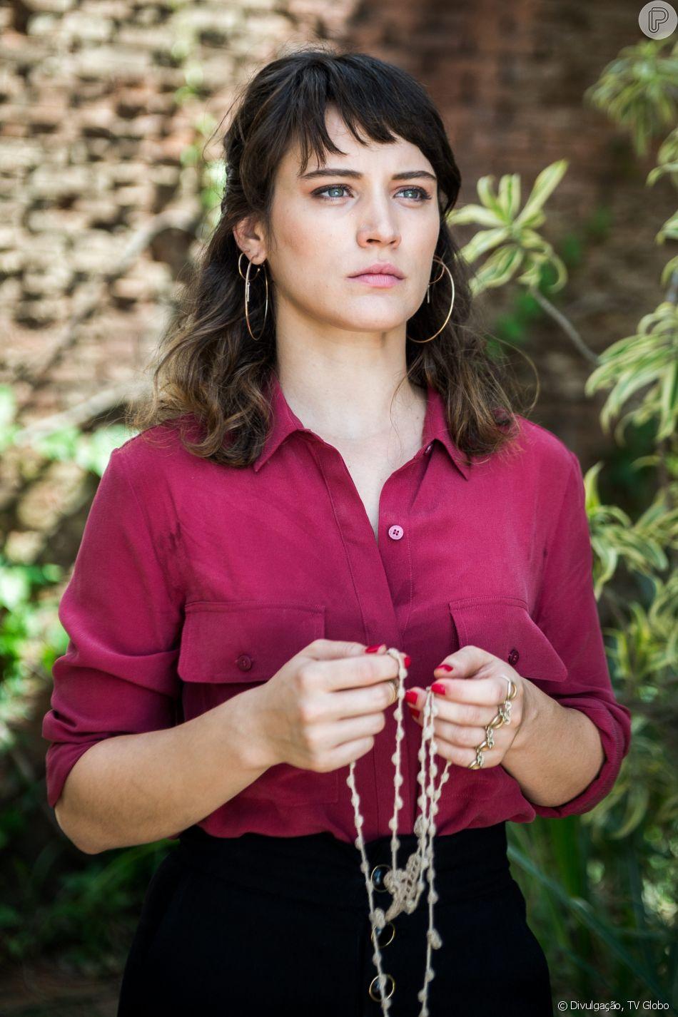 Clara (Bianca Bin) recorre a Mercedes (Fernanda Montenegro) ao ver a mãe, Beth (Gloria Pires), correndo risco de morte nos próximos capítulos da novela 'O Outro Lado do Paraíso'